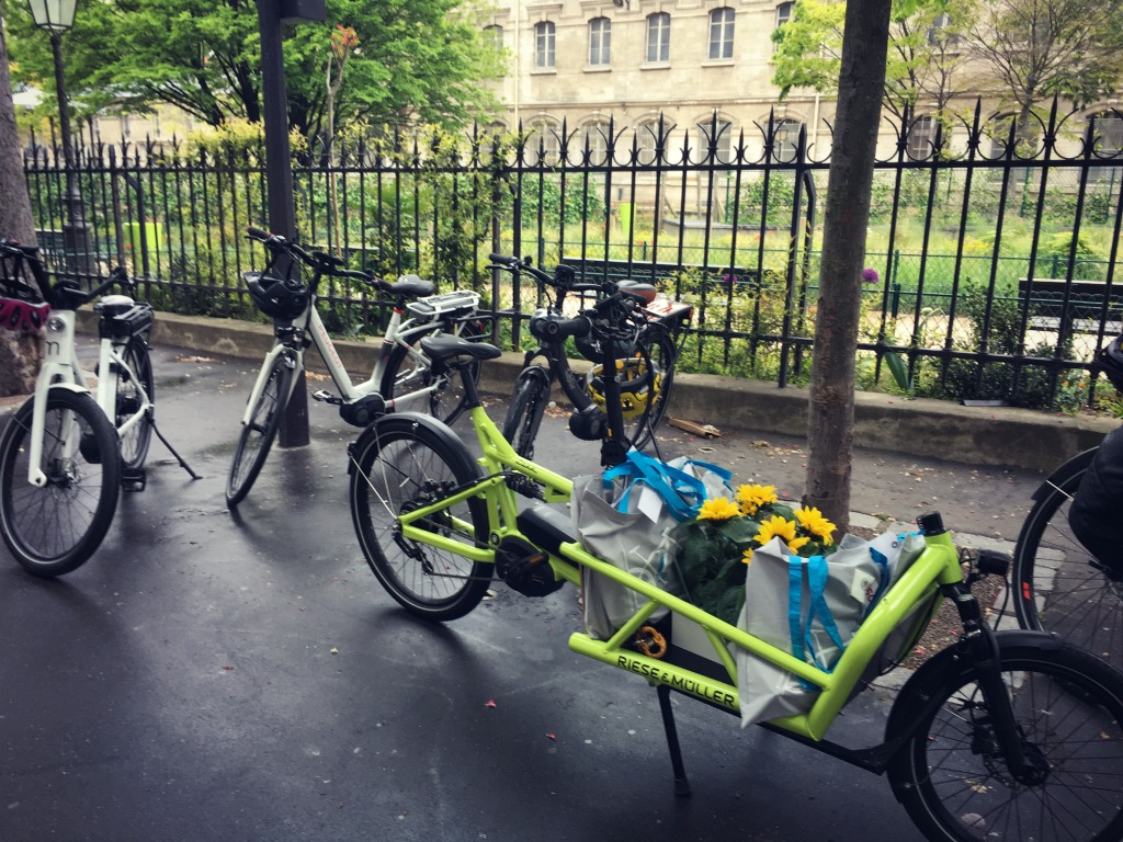 Re d couvrir paris en v lo lectrique avec bosch ebike systems paris pages blog - Deco jardin velo paris ...